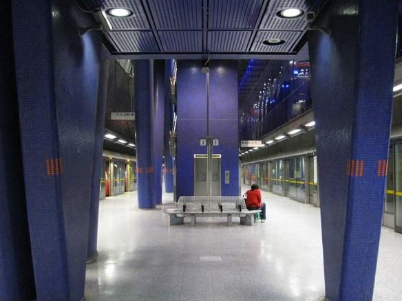 travel shot feeling blue at north greenwich tube station. Black Bedroom Furniture Sets. Home Design Ideas