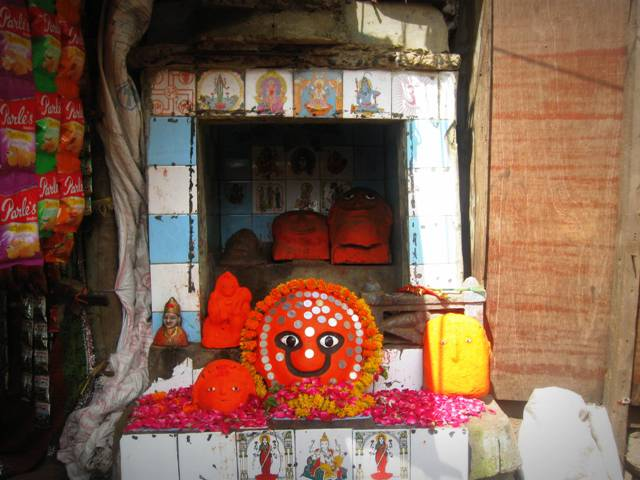 Roadside shrine, Pavagadh
