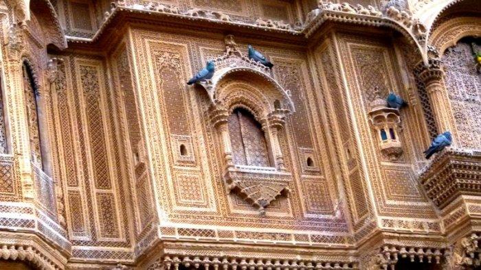A closer look at the exterior of Diwan Nathmal ki Haveli