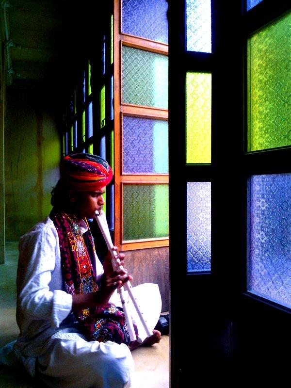 Sikander playing the Alagoza