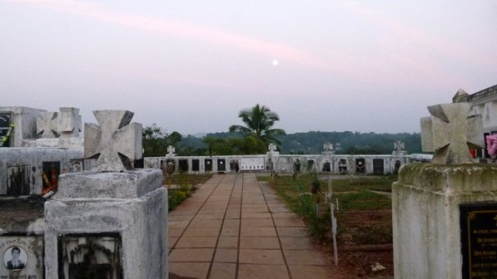 Goa, Aldona Cemetery, Travel