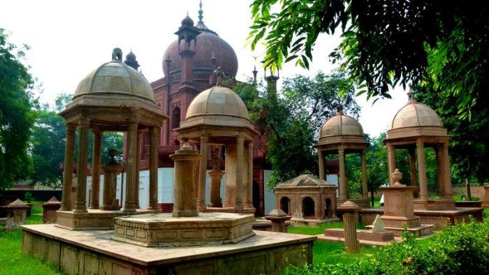 Roman Catholic Cememtery, Agra, Armenian Cemetery