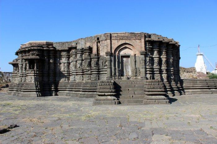 Lonar, Lonar Temple, Travel, Maharashtra, Kamalja Devi, Meteoric Crater, Alkaline Lake, Daitya Sudan Temple