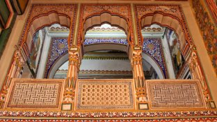 The geometric design of the fresco seen here gives it a 3D effect (Podar Haveli)