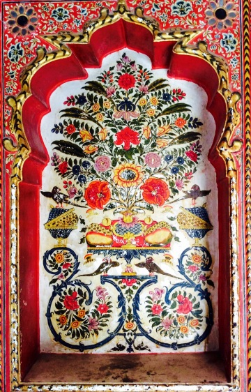 Brilliant colours in a floral design painted in a niche at the Sone Chandi Ki Haveli