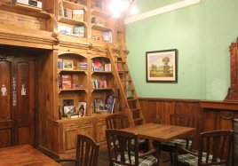 Wilson's Chamber doubles up as a breakfast room in the mornings and an activity-cum-reading room-cum-meeting room for the rest of the time. That ladder though - it had me climbing it to check out the books on the upper shelves.