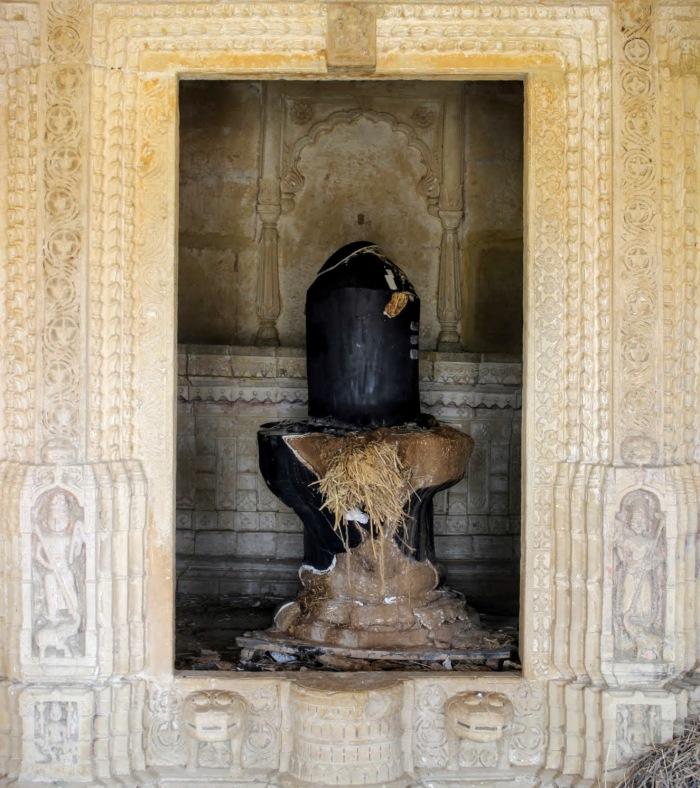 Khaba, Shiva lingam, Khaba village, Jaisalmer, Rajasthan, this happens only in India