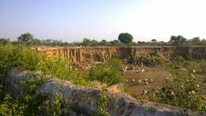 Travel, Kolvi, Rajasthan State Highway no. 19 A, Columna Basalts, Columnar jointing, Travelling Geologists, Igneous rock, Geological Structure, Igneous structure. Deccan Basalts, Magma Chamber