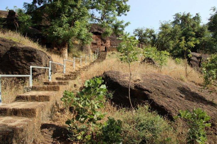 Kolvi Caves, Buddhist Caves, Indian Art, Indian Aesthetics, Mahayana, Rajasthan. Travel, Hadoti Trip, Hadoti, Laterite